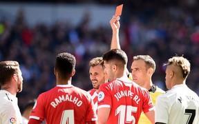 """""""Chiếc thẻ đỏ cặp kè với đội trưởng Real Madrid - câu chuyện tình còn đẹp hơn cả Twilight"""""""