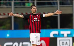 Manchester United muốn đưa đội trưởng AC Milan về Old Trafford