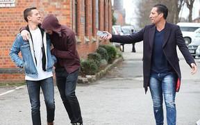 Ander Herrera và David De Gea bá vai nhau dạo phố tình cảm trước thềm FA Cup