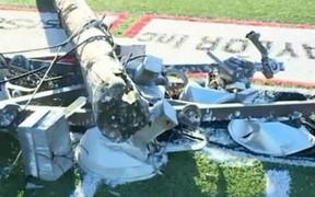 Kinh hoàng: Trụ đèn đổ sập trong một trận bóng đá học sinh tại Mỹ, đè lên người trọng tài