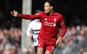 """Fulham 1-2 Liverpool: Trung vệ hàng đầu thế giới """"bán"""" thuốc trợ tim"""