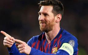 Siêu phẩm sút phạt gần 90 km/h của Messi qua góc máy của khán giả