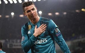 5 ngôi sao bóng đá từng khiến CĐV đội bạn phải bật dậy vỗ tay thán phục vì những màn trình diễn siêu phàm
