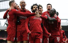 """""""Vua Ai Cập"""" Salah lập siêu phẩm, Liverpool hạ gục Chelsea 2-0 để đòi lại ngôi đầu Ngoại hạng Anh"""