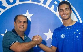 Con trai huyền thoại Ronaldinho ký hợp đồng chuyên nghiệp với Cruzeiro