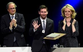 Messi trở thành cầu thủ thứ 2 trong lịch sử nhận giải thưởng danh giá xứ Catalunya