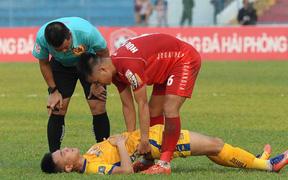 Hành động đẹp của cầu thủ Hải Phòng trong trận cầu nảy lửa với Thanh Hoá