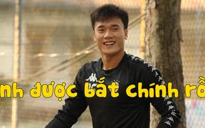 Bùi Tiến Dũng sẽ có lần đầu tiên bắt chính cho Hà Nội FC trong cuộc đối đầu với em trai và bạn thân Hà Đức Chinh