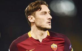 """Đừng đùa với huyền thoại: Cầu thủ bóng đá futsal """"múa rìu qua mắt"""" Hoàng tử đẹp trai thành Rome và cái kết đắng"""