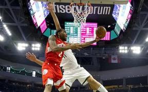 Bucks bất lực chịu thua trước cơn mưa 3 điểm của Raptors