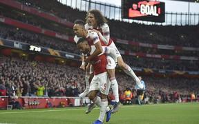 Thi đấu bết bát trong nước, hai đại gia Ngoại hạng Anh vẫn chơi thăng hoa để chạm một tay vào vé dự chung kết cúp châu Âu