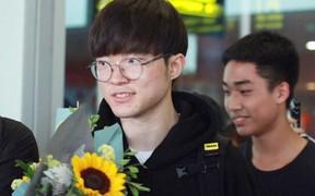 Dàn sao triệu đô SKT T1 rạng ngời trong ngày đầu tiên đặt chân tới Hà Nội