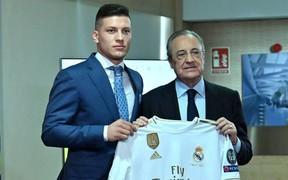 """Tân binh siêu đẹp trai trị giá 1.600 tỷ VNĐ của Real Madrid ra mắt khán giả với khuôn mặt """"lạnh như tiền"""""""