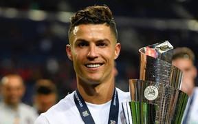 Ronaldo bất ngờ viết tâm thư trên mạng xã hội và các fan mới vỡ òa về bảng thành tích khủng của CR7 trong năm vừa qua