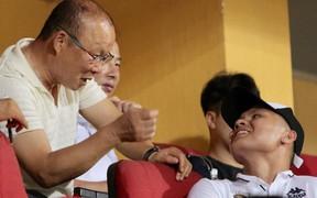 Thầy Park và Quang Hải ăn mừng cuồng nhiệt khi Đức Huy lập cú đúp tại vòng 1/8 Cúp Quốc gia