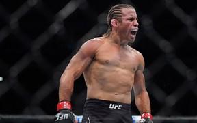 Trở lại sau gần 3 năm giải nghệ, huyền thoại UFC Urijah Faber hạ đo ván tài năng đang lên chỉ trong vỏn vẹn 46 giây