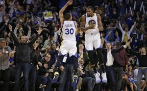 Sau tất cả, tình anh em giữa Stephen Curry và Kevin Durant vẫn chắc chắn bền lâu