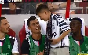 Thêm một hành động nữa chứng minh Ronaldo luôn cưng chiều trẻ em hết mực