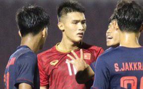Cầu thủ U18 Việt Nam và U18 Thái Lan nóng nảy, đòi ăn thua đủ trong trận đấu nghẹt thở tại giải vô địch Đông Nam Á