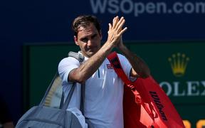 Lần đầu tiên sau hơn 16 năm, Federer mới lại thua sốc theo cách ít ai ngờ đến