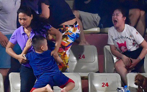 Người Nam Định xin lỗi vụ fan nữ đổ máu vì pháo hiệu trên sân Hàng Đẫy, quyết tìm ra hung thủ thực hiện