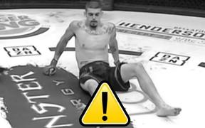 Tấn công đối thủ nhưng anh chàng võ sĩ này lại nhận về chấn thương kinh hoàng, khiến ai xem cũng phải kinh hãi
