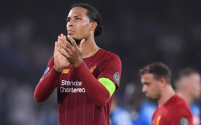 """Trung vệ hay nhất thế giới """"biếu"""" cho đối thủ bàn thắng, ĐKVĐ Liverpool thua trắng ở trận ra quân Champions League"""