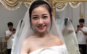 """Văn Đức """"nịnh"""" vợ, gọi Nhật Linh là cô dâu xinh đẹp nhất đời mình, fan cà khịa: """"Tức là còn cô nhì, ba, tư, năm, sáu... nữa à?"""""""