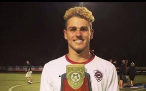 Kinh hoàng: Ngã xuống biển, cầu thủ vô địch bóng đá học sinh Mỹ bị cá mập ăn thịt