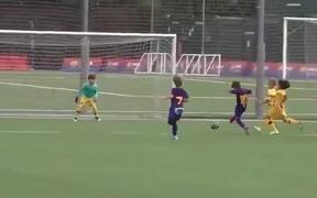 Con cả Messi ghi bàn đầu tiên cho đội trẻ Barca
