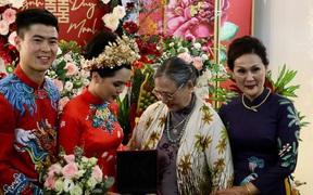 Trước khi về nhà Duy Mạnh, Quỳnh Anh được bà ngoại tặng 10 cây vàng