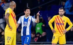 Sao Trung Quốc tỏa sáng khiến Messi và đồng đội nhận trái đắng, Barca bị Real bắt kịp về điểm số tại La Liga