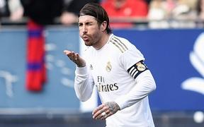 Thoát thẻ đỏ để rồi sắm vai người hùng, trung vệ Sergio Ramos giúp Real Madrid nới rộng khoảng cách với Barcelona