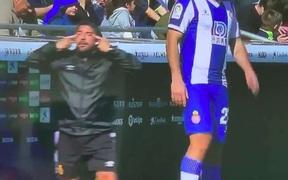 """Sốc: """"Messi Nhật Bản"""" bị chính HLV của đội mình phân biệt chủng tộc tại giải đấu hàng đầu châu Âu"""