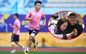 """Lộ ảnh tình cảm với bạn gái mới rồi mà Quang Hải vẫn một mực kêu độc thân, đòi Đức Chinh tặng quà valentine bằng bài hát """"Khi người lớn cô đơn"""""""