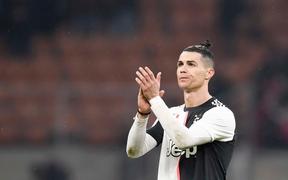 Ronaldo lập công phút bù giờ, cứu Juventus thoát khỏi trận thua trước AC Milan ở Cúp Quốc gia Ý