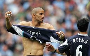 Có thể bạn chưa biết: Đẩy thủ môn lên đá tiền đạo và lý giải cho quyết định tấu hài nhất lịch sử Ngoại hạng Anh