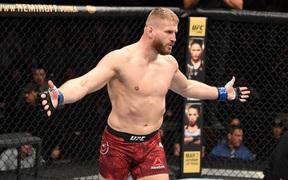 """UFC FN 167: Hạ đo ván đối thủ sừng sỏ """"sấp mặt"""", Jan Blachowicz lên tiếng đòi gặp võ sĩ số 1 thế giới Jon Jones"""