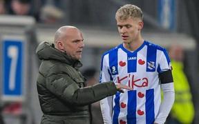 Tình trạng bất ổn tại SC Heerenveen khiến Văn Hậu khó có cơ hội ra sân: HLV trưởng không có ý định thay đổi