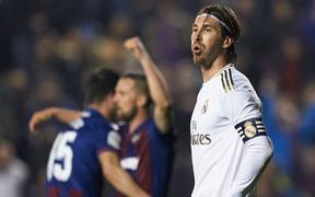 """Real Madrid """"toang"""" thật rồi: Vừa thua cay đắng và dâng ngôi đầu vào tay đại kình địch Barca, vừa mất ngôi sao thế chỗ Ronaldo ở trận đấu cực quan trọng sắp tới"""