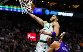 """Đối mặt trận đấu back-to-back, Jayson Tatum vẫn dẫn dắt Boston Celtics vượt qua Utah Jazz bằng tinh thần """"Mamba Mentality"""" bất diệt"""