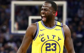 Nhận món quà lớn từ Draymond Green, Los Angeles Lakers nghiền nát Golden State Warriors dù không có LeBron James