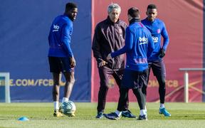 """Messi và đồng đội luyện tập theo phương pháp """"gà mờ"""" siêu độc đáo"""