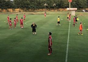 ĐT Việt Nam chạy với dù trong ngày thầy Park nhồi thể lực | AFF Cup 2018