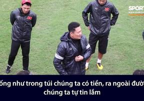 """HLV U22 Việt Nam: """"Không có bóng cũng giống như không có tiền, suốt ngày phải chạy đi kiếm tiền"""""""