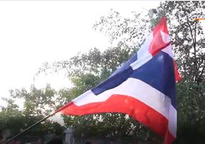 Đoàn quân CĐV Thái Lan bỗng phải dừng lại vì lý do khó đỡ trên đường tới SVĐ Mỹ Đình