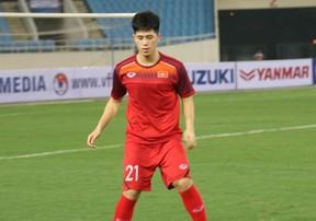 Đình Trọng trở lại trong buổi tập làm quen sân Mỹ Đình của U23 Việt Nam