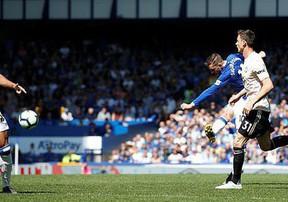 2 pha sút xa đẳng cấp của Everton trước Man United