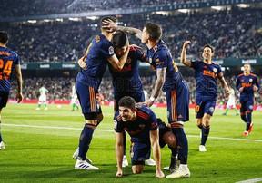 Highlights Valencia đánh bại Real Betis, áp sát top 4