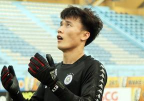 Bùi Tiến Dũng được đàn anh tại Hà Nội FC chỉ bảo tận tình